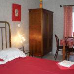 Centre-Val de Loire Indre Le Prieure slaapkamer met eethoek B&B
