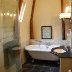 Nouvelle Aquitaine Vienne chambres dhotes luxe ingerichte badkamer op kasteel de Jalnay