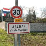 Nouvelle Aquitaine Vienne verkeersbord 30 km per uur en woonplaatsbord Jalnay in Frankrijk