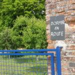 Centre-Val de Loire Indre blauw hek bij chambres dhotes dormir en route