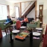 Allier Auvergne Rhone-Alpes woonkamer met gedekte eettafel