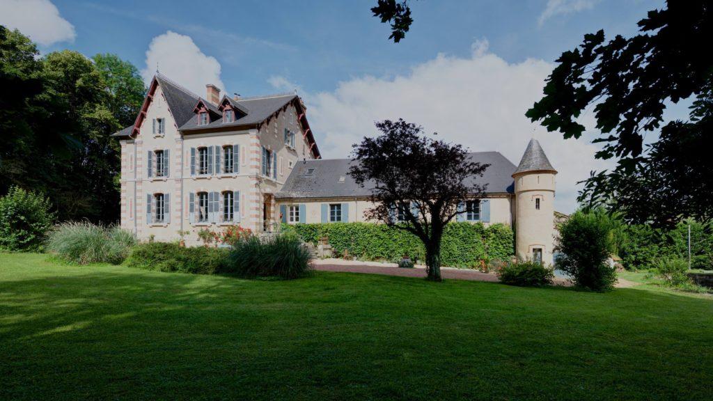 chateau saint etienne is een chambres d'hôtes staat in de auverge rhone alpes