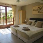 Dordogne Nouvelle Aquitaine vakantieverblijf slaapkamer met openslaande deuren