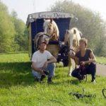 Charente Nouvelle Aquitaine pipowagen en Joop en Cathelijne met 2 paarden