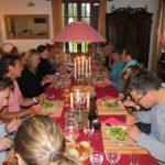 Ain Auvergne Rhones-Alpes eten tafel huiselijke sfeer groep
