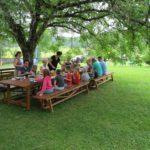 Ain Auvergne Rhones-Alpes huis tuin tafel eten gezellig