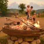 Ain Auvergne Rhones-Alpes vuur camping kinderen